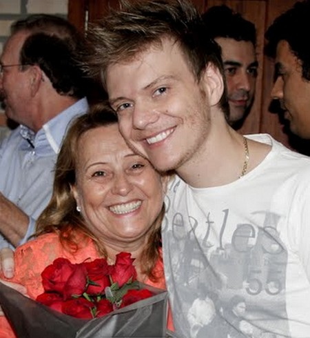 Photo of Michel Teló  & his  Mother  Nina Teló